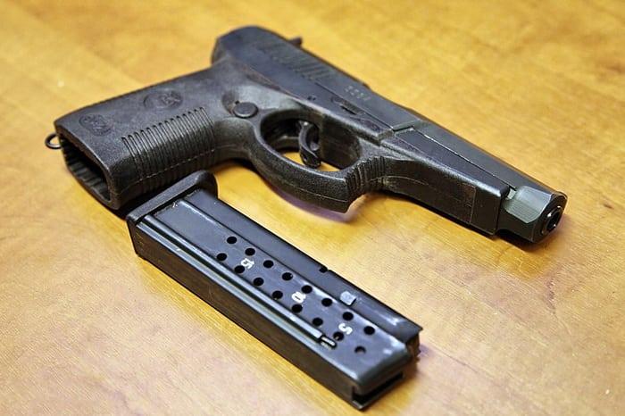 Пистолет с магазином