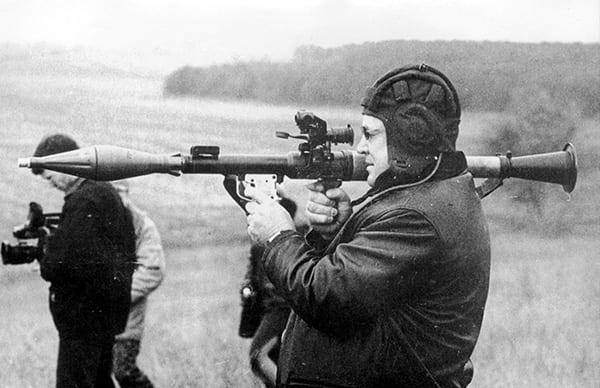 исторический снимок стрельбы из гранатомета