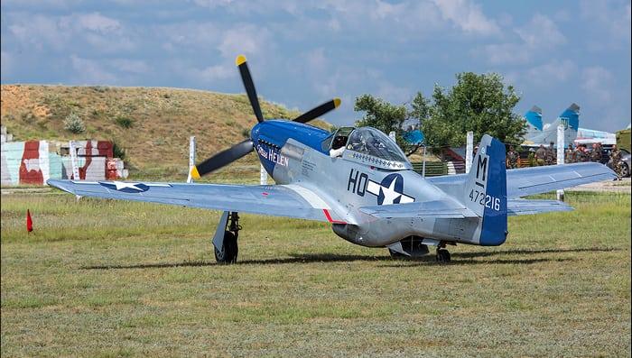 ретро самолёт р-51