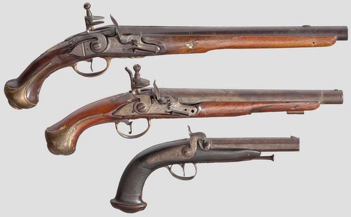 три пистолета