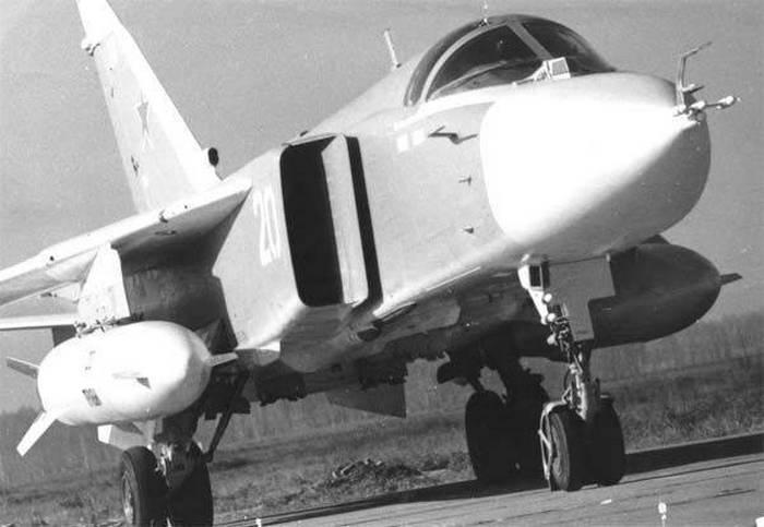 фронтовой бомбардировщик Су-24 П.О.Сухого
