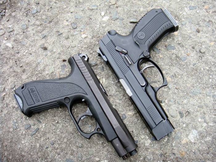 два пистолета гш-18