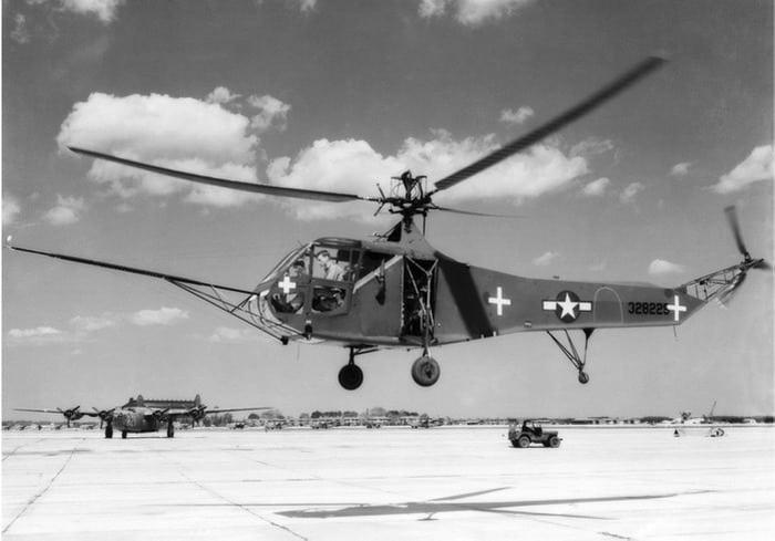 вертолёт R-4 фирмы SIKORSKY