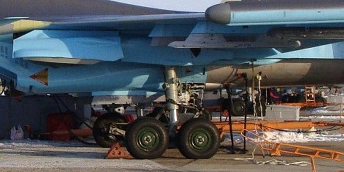 стойки шасси истребителя Су-34
