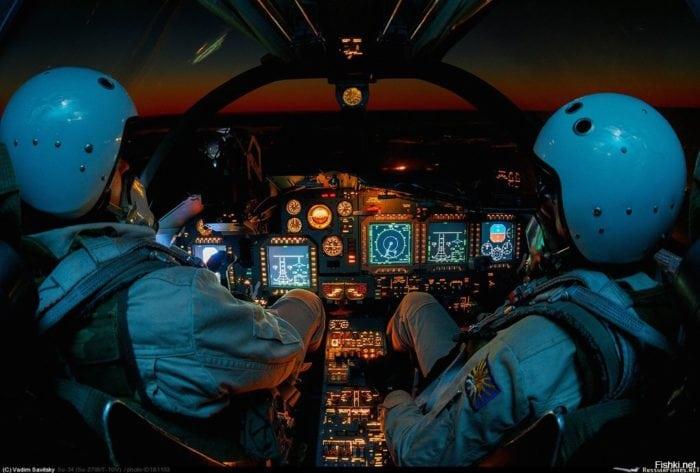 кабина пилотов истребителя Су-34