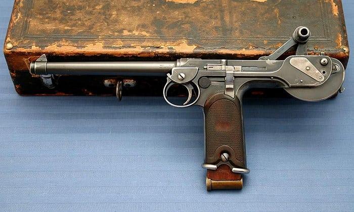 первый пистолет
