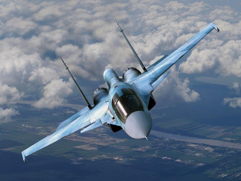 истребитель Су-34 в облаках