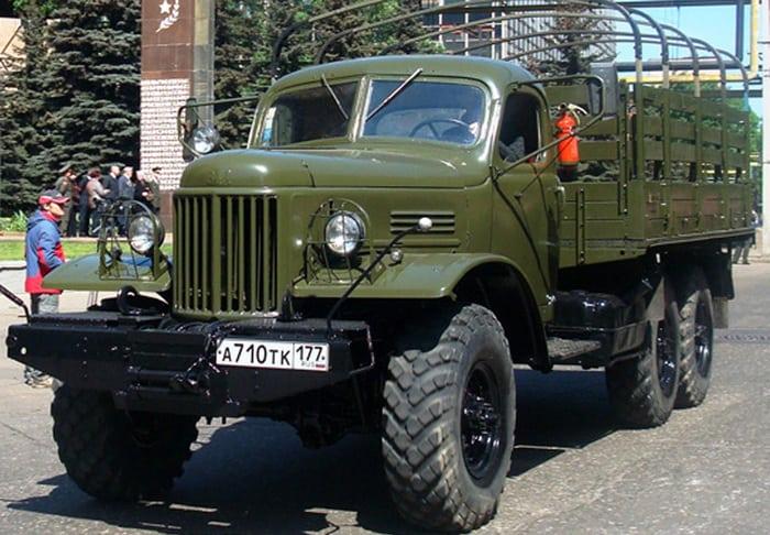 ЗИЛ-157 в городе