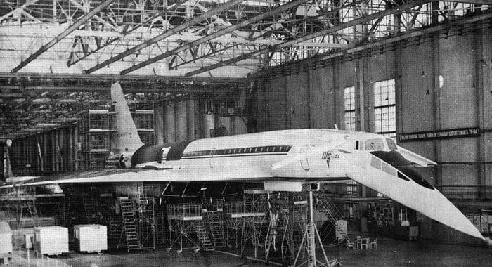 сборка самолёта Ту-144 на заводе