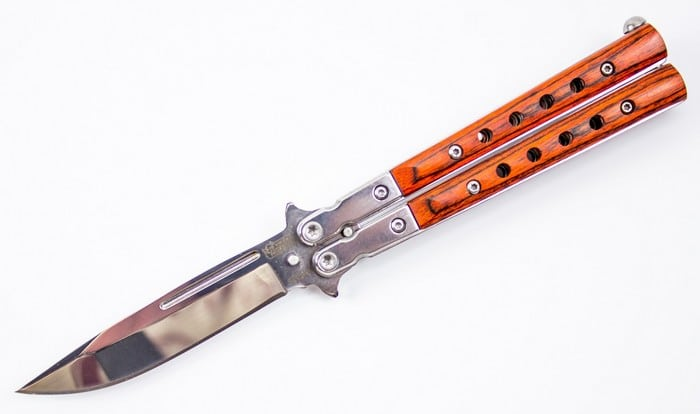 нож бабочка с деревянной ручкой