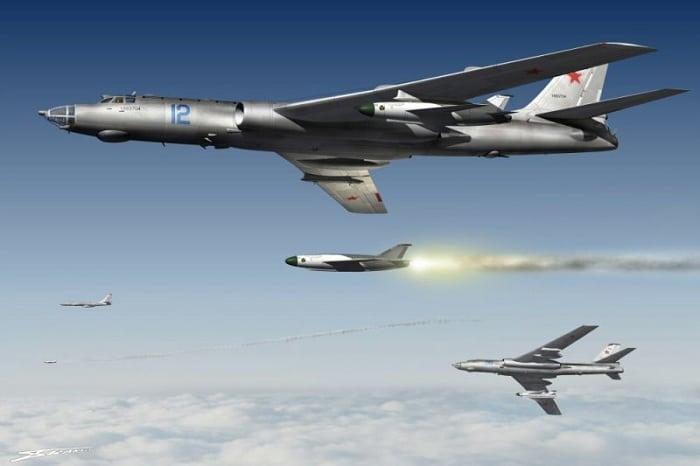 Бомбардировщик Ту-16к-10 с сопровождением