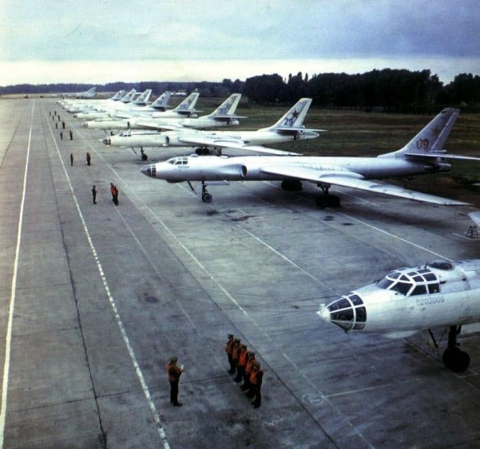 Ту-16 стратегический самолет