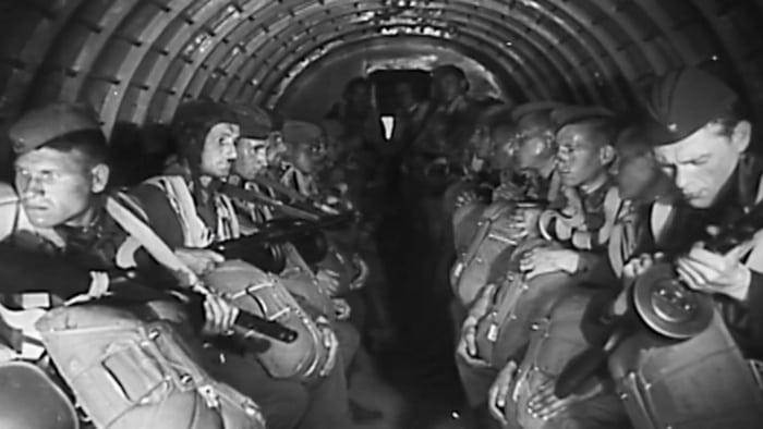 Десантники в самолёте