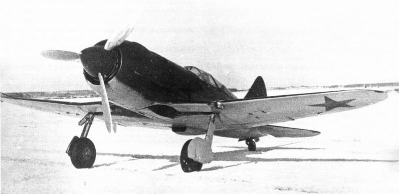 самолет на испытательном полигоне