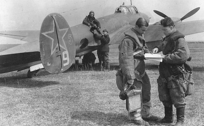 Самолёт ПЕ-2