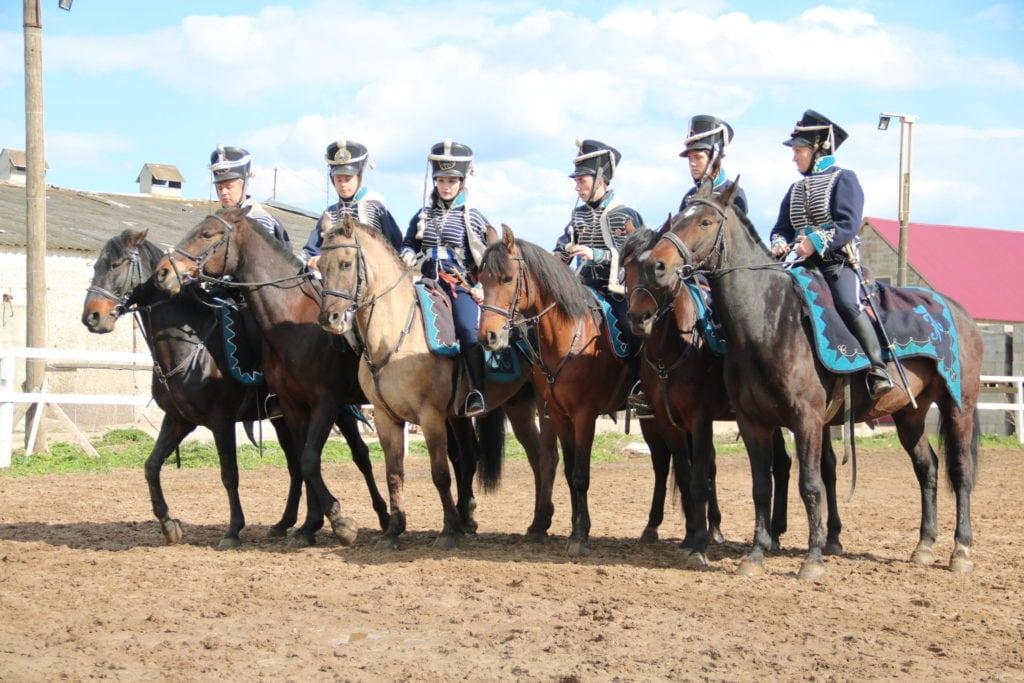 гусары на лошадях
