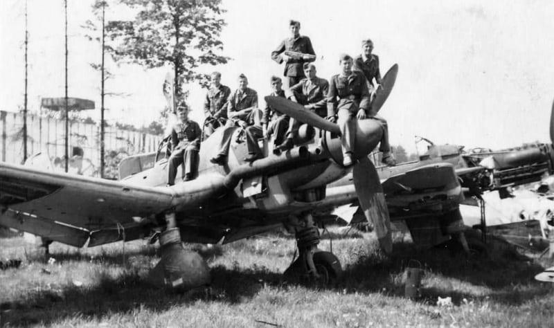 солдаты на самолете