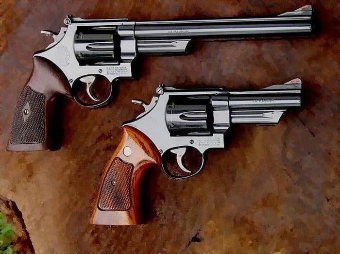 Две модификации револьвера