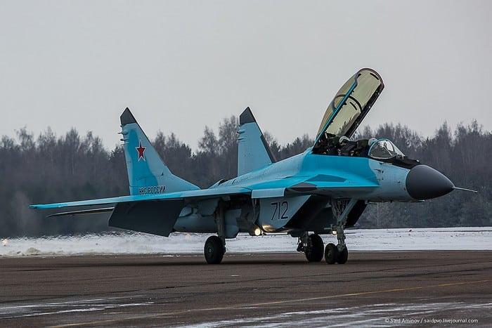 Миг-35 на взлётной полосе