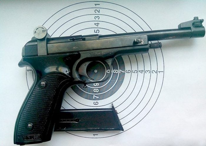 мишень и пистолет