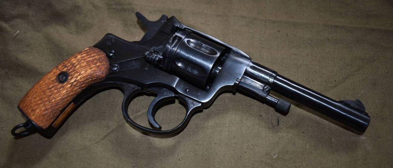 охолощенный револьвер наган