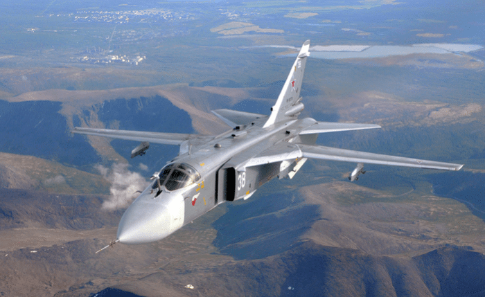 самолёт Су-24 в воздухе