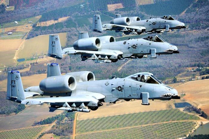 три а-10 в полёте