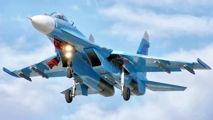 су-27 выпускает шасси