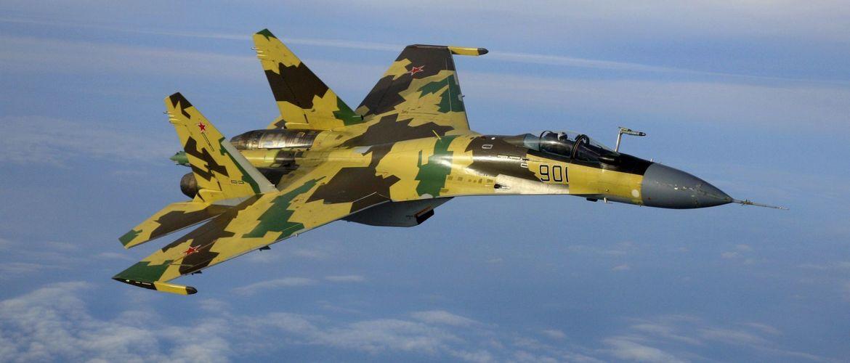 истребитель су-27 в небе