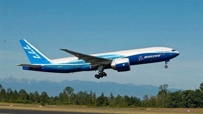 Боинг 777 на взлёте