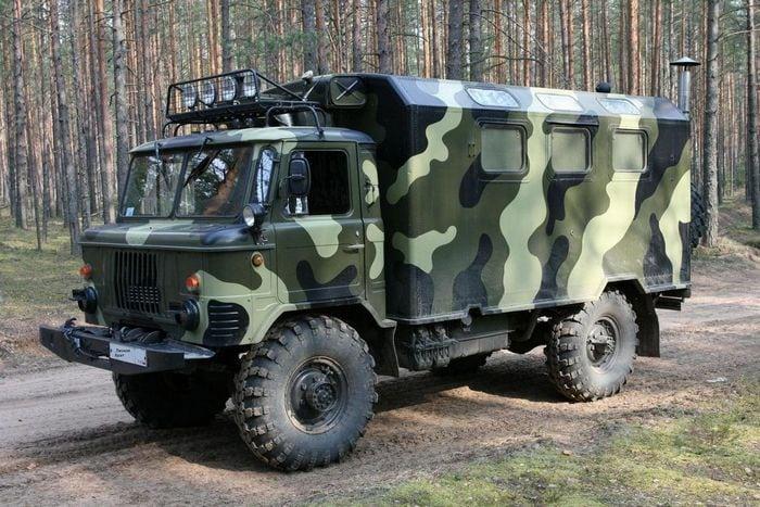 ГАЗ-66 на лесной дороге