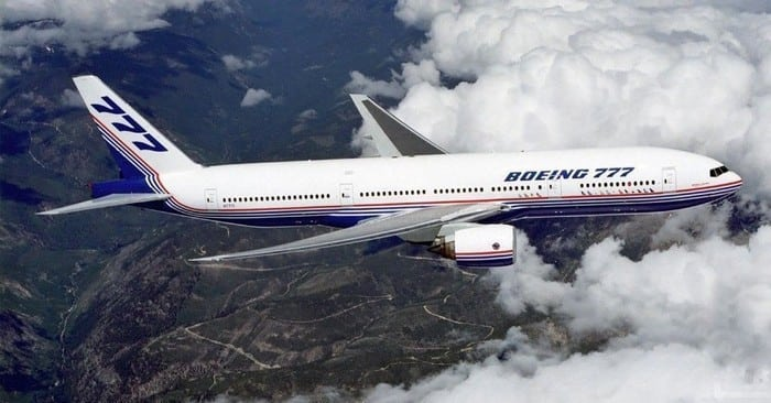 Boeing-777 в облаках