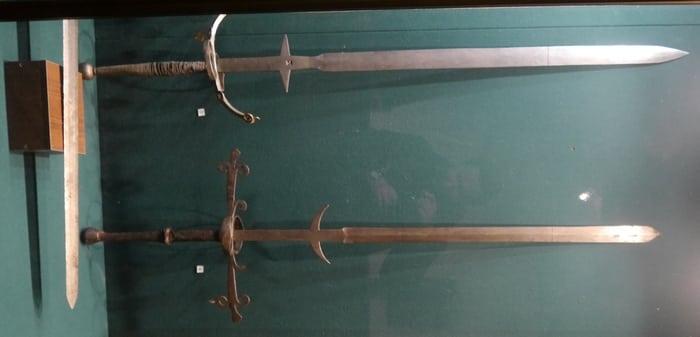 старинные двуручные мечи