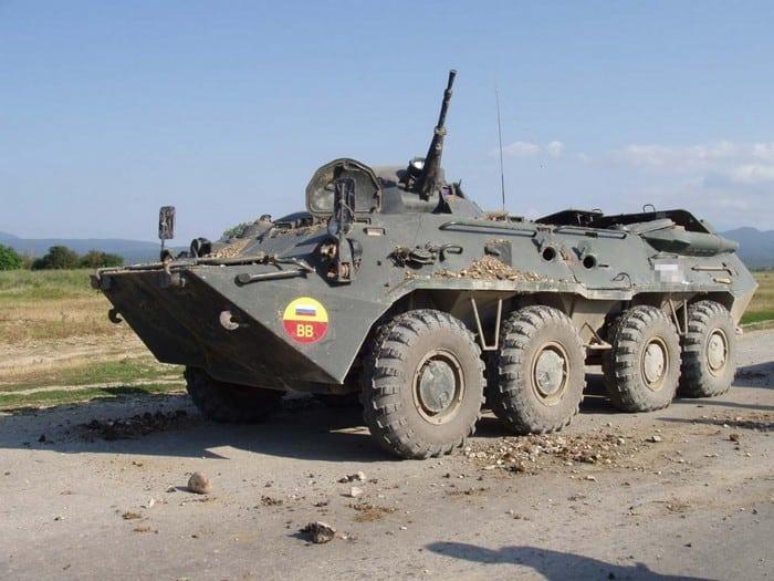 БТР-80 на дороге