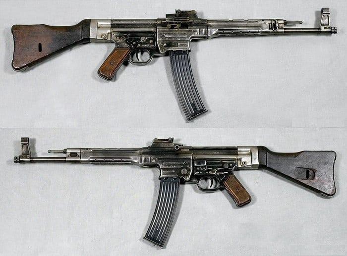 Два Штурмгевер 44