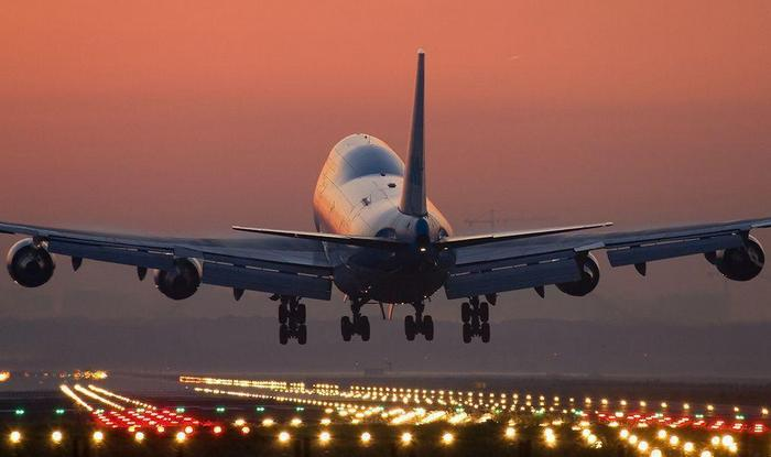 Боинг 747 ночью