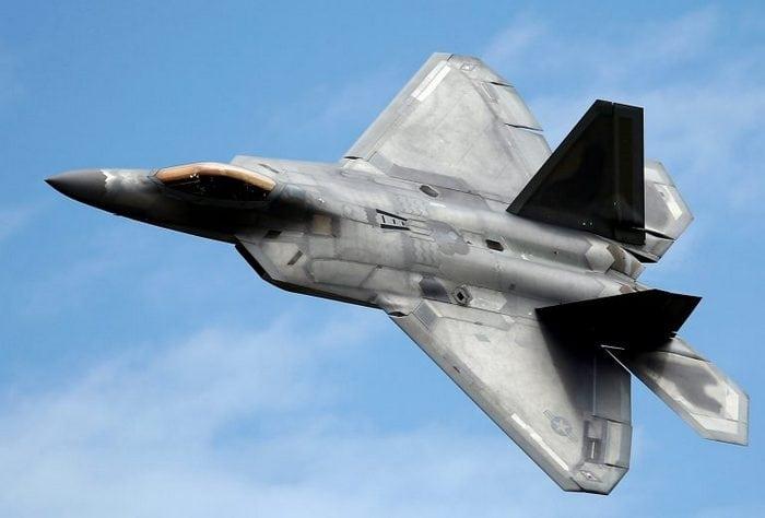 F-22 Raptor манёвр