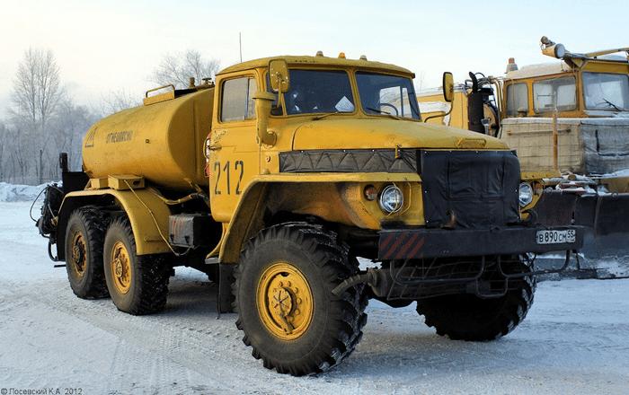 Урал-375 с цистерной
