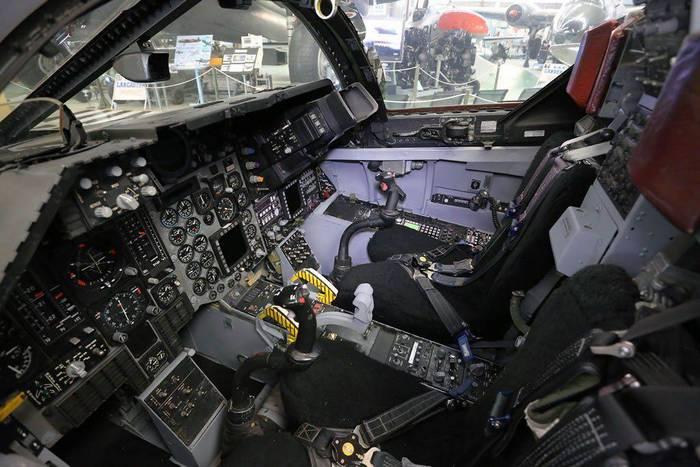 F 111 кабина