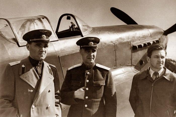 боевая машина самолет Яковлева
