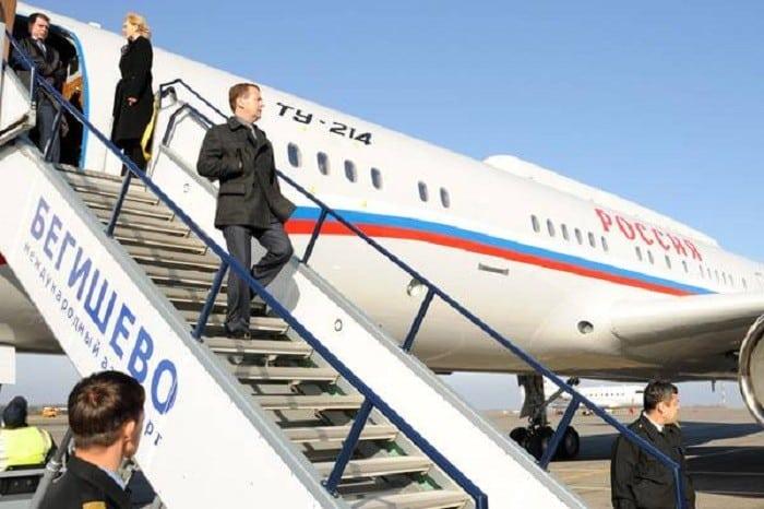Лайнер Ту-214 высадка пассажиров
