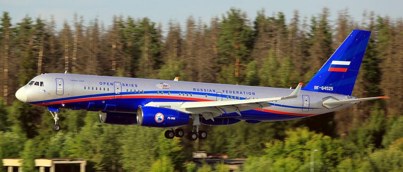 Пассажирский самолет Ту-214