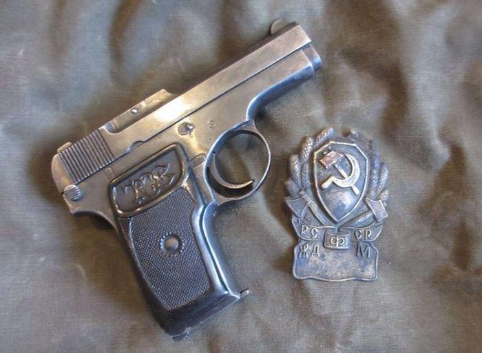 Пистолет Коровина и знак