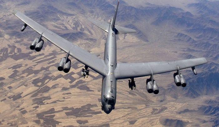 Б-52 в небе
