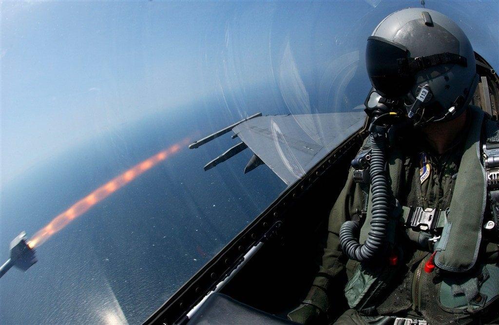 пуск ракеты с истребителя