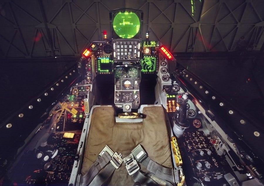кабина пилота f-16