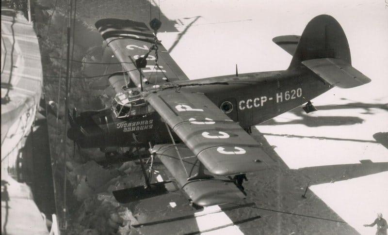 выгрузка ан-2 с борта судна