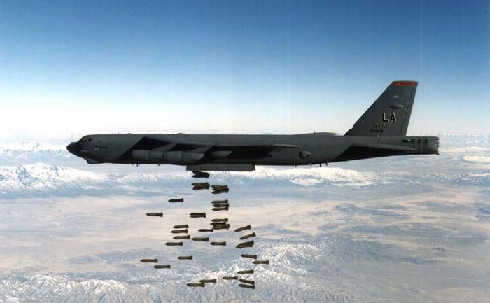 Стратегические бомбардировщики b-52