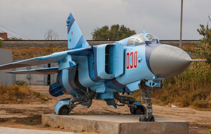 МИГ-23 памятник