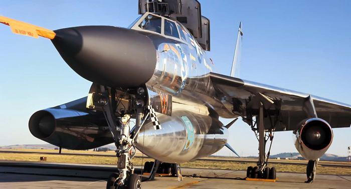 B-58 бомбардировщик